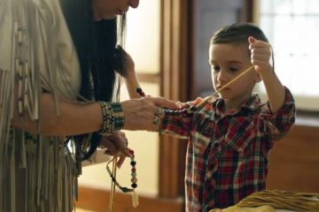Activité, autochtone, atelier de collier traditionnel - Hôtel Musée Premières Nations