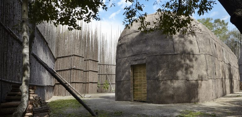 longhouse, Non-traditional accommodation, back to our roots, - Hôtel Musée Premières Nations