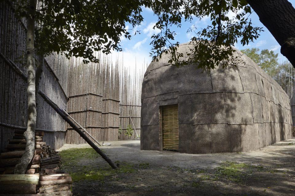 Maison longue nationale, hébergement insolite - Hôtel-Musée Premières Nations à Wendake