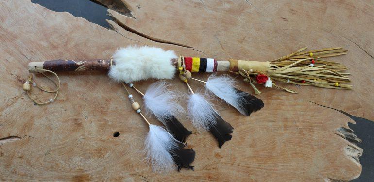 Bâton de la parole, tradition, autochtone - Hôtel Musée Premières Nations